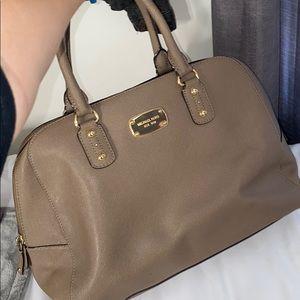 Micheal Kors purse 👜